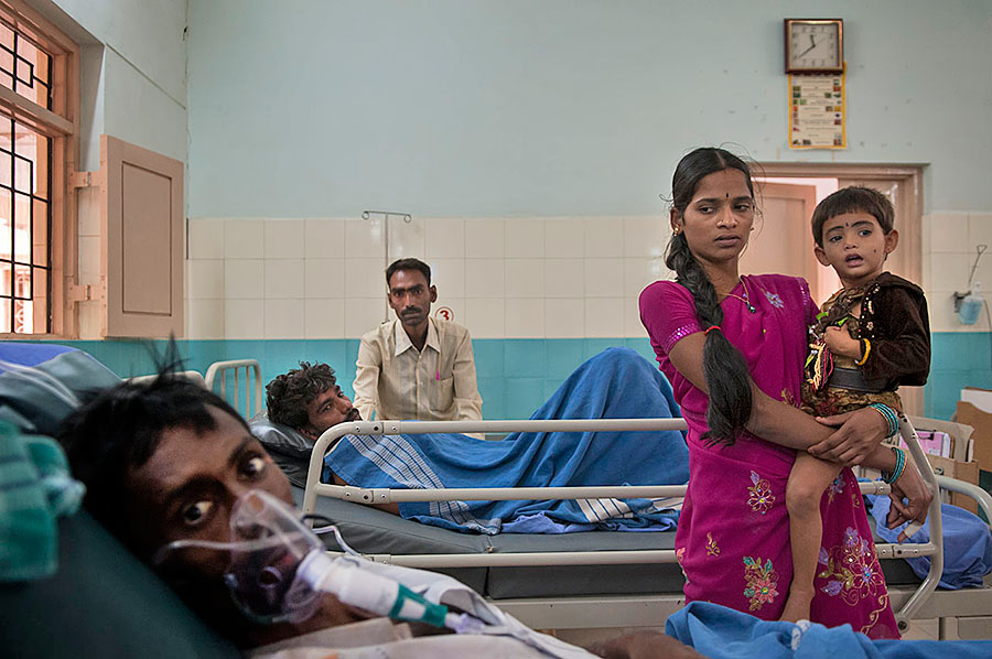 Familia VIH - Suresh & Shivaratna & Niña Sri Nidhi 0859